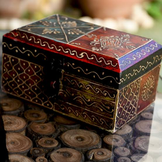 Elegant melodious jewellery box (Valentine's Day Gift for wife)