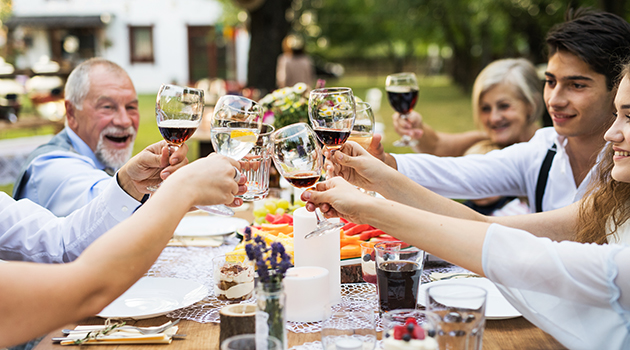 Backyard Garden Party (How to plan a Best surprise for Mother's Day: Gifts and Ideas)