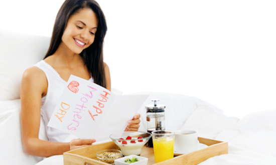 Serve Breakfast in Bed (How to plan a Best surprise for Mother's Day: Gifts and Ideas)