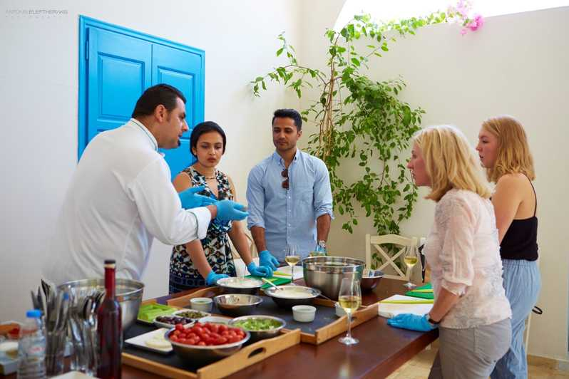 Take a cooking class (How to plan a Best surprise for Mother's Day: Gifts and Ideas)